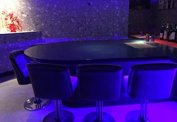 上田市のおすすめスナック純の丸いテーブル2